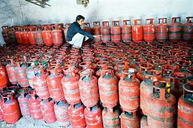 Non-subsidised LPG price cut by Rs 105 per cylinder