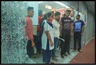 एम बाजार में तोड़फोड़, घंटों कैद रहे ग्राहक