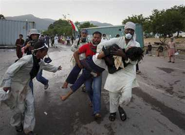 Pakistani protestors move towards PM House