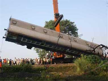 train accident in garkhpur, 14 die, 45 injured