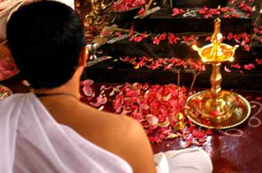 Increased activity in pandals venerated mother kaal ratri