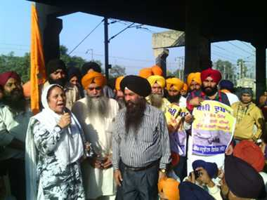 AISSF, SSF gives call for Punjab bandh, trains affected