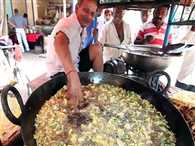 Indian chef dips his BARE HANDS in searing 200C cooking oil to fry street food