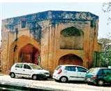 अनदेखी की मार झेल रहा ऐतिहासिक पंजाबी गेट