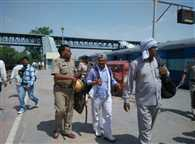 Police Run Off Rampal's Supporters From his Ashram