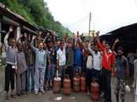 protest by public for gas cylinders