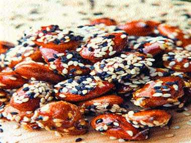 caramelized sesame smoked almonds