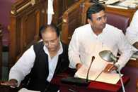 BSP Walk Out UP Vidhansabha On Farmers Issue