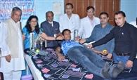 साल में एक बार जरूर करें रक्तदान : सीएमओ