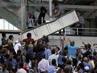 Part of scoreboard fell on spectators in French Open tennis match