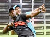 Yuvraj SIngh and Usain Bolt took each other on cricket and track field