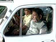 Sharad Yadav reaches mulayam's residence