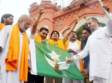 Shiv Sena Flag http://www.jagran.com/news/national-shiv-sena-burns-pakistani-flag-9906262.html