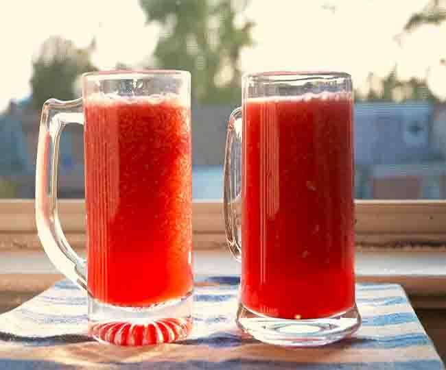 Enjoy watermelon juice in fast in summer
