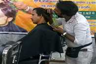 Hair cutting scissors in the mouth, Ansar nai on the way of World Record