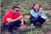 Watch Salman Anushka Enjoying Organic Tomatoes In Punjab Farm