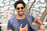 When Sidharth Malhotra's fans made him feel Awesome