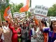 Bjp women workers protest against kumar vishwas