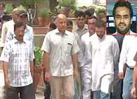 rahul and kejriwal attand akshay singh cremation in delhi