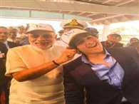 prime narendra modi pulls akshay kumar son's ear