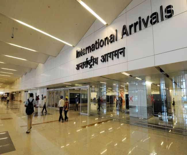 आइजीआइ एयरपोर्ट पर बढ़ा रही हैं सोने की तस्करी