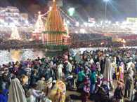 Holy bath by pilgrims at Haridwar