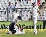 bhuvneshwar throw hit on Paul Reiffell head