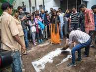For the Problems Of Farmers Woman took two hour coffin
