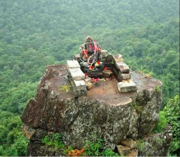 Who has so inhospitable treacherous terrain at an altitude of 3000 feet in the Ganesh statue