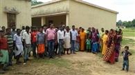 ग्रामीणों ने स्कूल में जड़ा ताला