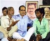 किसानों को मनाने उपवास पर बैठे मप्र के मुख्यमंत्री शिवराज सिंह