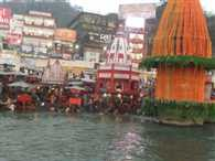 Holy bath by pilgrims at Haridwar