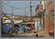बल्लियों पर बिजली, शहर मांग रहा राहत