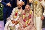 बॉलीवुड की इन 5 शादियों में दूल्हा-दुल्हन ने जमकर खेली 'आंख-मिचौली'