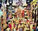 एक अनोखा मंदिर जहां प्रसाद में लड्डू नही मिलते हैं गहने