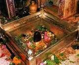 शिवलिंग के पास ताली बजाना उनका अपमान, जानें कब बजायें शिव मंदिर में शंख