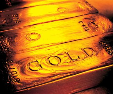 Gold gets dearer; hits fresh high of Rs 32,590