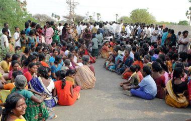 Kudankulam: Protestors to stand in sea from today