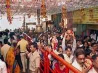 Devotees Reach Vindhyavasini Temple for navratra