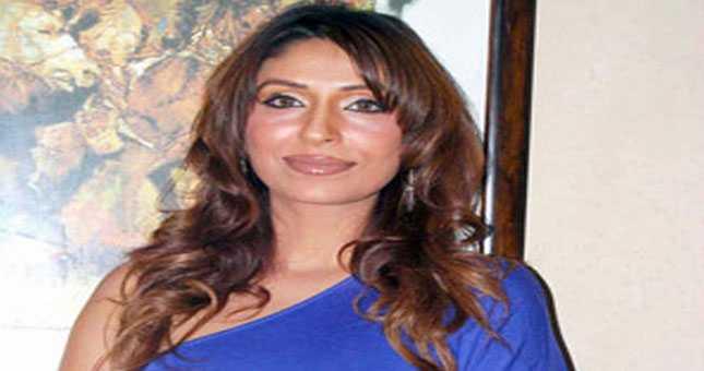 पूजा मिश्रा ने किस पर तानी पिस्तौल, देखें वीडियो