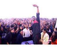 Abhishek Bachchan takes selfie with thousands Girls