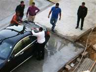 stone pelted on shahrukh khans car in ahemdabad