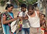 पति ने रचाई दूसरी शादी, पहली पत्नी ने सरेआम लात-जूतों से की पिटाई
