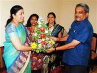smriti and parrikar also takes village in amethi