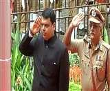 मुख्यमंत्री देवेंद्र फड़नवीस ने मुंबई में तिरंगा फहराया