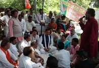 Protest Of BJP MP's In Allahabad Continues