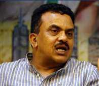 Shiv Sena workers pelted stones at Nirupam's program , Congress workers injured