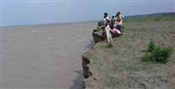 नेपाल से पहुंचा घाघरा में पानी, बढ़ा खतरा