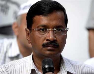 E-rickshaw ban: Kejriwal met Gadkari, warns of agitation