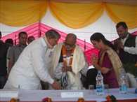 Morari Bapu 10 million to assist the victims of the disaster
